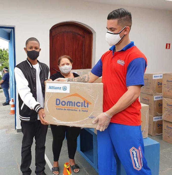 Allianz doa cestas básicas à Comunidade Santa Rita